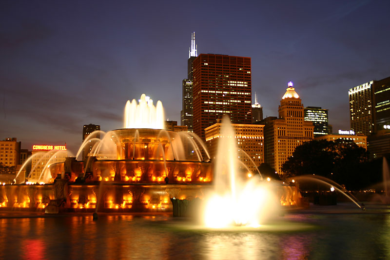 Image of Buckingham FOuntain near Windy City Wedding Dance